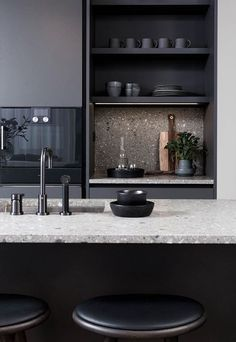 Modern Kitchen Interior - Anyone planning a black kitchen design is walking a tightrope throughout the design process because even the smallest mistake can […] Home Decor Kitchen, New Kitchen, Kitchen Dining, Kitchen Cabinets, Nordic Kitchen, Kitchen Industrial, Kitchen Ideas, Kitchen Walls, Black Cabinets