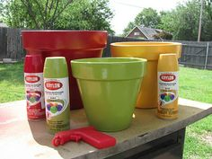 Ivy Leaf, Cherry Red, and Baumaus Gold Krylon Indoor Outdoor paint.I think I would use Bahama Sea (or Rustoleum Lagoon) instead of Ivy Leaf. Clay Pot Projects, Clay Pot Crafts, Plant Projects, Garden Projects, Garden Ideas, Painted Plant Pots, Painted Flower Pots, Spray Paint Flowers, Clay Pot People