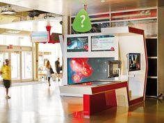 Création et fabrication de la station Multimédia au Centre des Sciences de Montréal. Crédit photo: Louis Prud'homme Liquor Cabinet, Flat Screen, Photos, Storage, Furniture, Home Decor, Blood Plasma, Purse Storage, Pictures