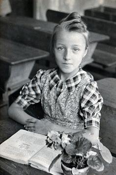 +~+~ Vintage Photograph ~+~+    School girl