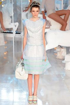 Louis Vuitton Spring 2012 Ready-to-Wear Fashion Show - Antonia Wesseloh (Elite)