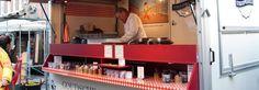 """De heerlijke geur komt u al tegemoet. Een echte traditionele stroopwafel is een ware traktatie. In onze kraam op de Albert Cuyp markt in Amsterdam bakken wij al generaties langde echte originele """"Goudsche Siroopwafels""""volgens traditionele receptuur. Voor ons familierecept gebruiken wij alleen de beste ingrediënten en garanderen op die manier de overheerlijke kwaliteit van onze ambachtelijke stroopwafel. Dé traditionele kruidige smaak en met liefde voor het vak vers voor u gebakken.We…"""