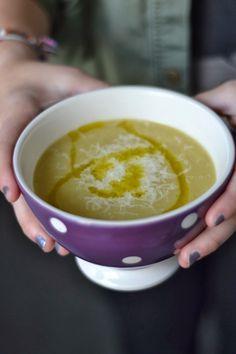 Ces bonnes soupes d'hiver bien épaisses comme on les aime! Jamie la prépare avec des pois chiches et de la pomme de terre. J'ai choisi ...