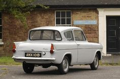 Ford Anglia, Old Lorries, 1964 Ford, Car Ford, Cars And Motorcycles, Vintage Cars, Classic Cars, Automobile, Ford Vehicles