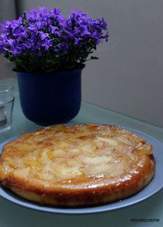 """Obrovská palacinka z kategórie """"Upside down"""" koláčov s karamelizovanými jablkami. Hodí sa k filmu Amélia z Montmartre."""