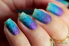 Gradiente com Zoya Pixie Dust - Esmaltes da Kelly. Gorgeous gradient nail art with textured nail polish.