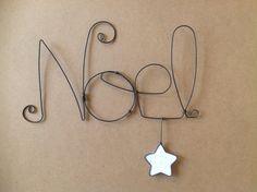 Mot Noel en fil de fer avec etoile suspendue : Accessoires de maison par chacha-des-etoiles