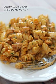 Save money and bring that fancy Italian restaurant to your kitchen with this simple and easy Creamy Cajun Chicken Pasta recipe! Just the right amount of cajun spice, and it's even perfect for a potluck or served cold for a picnic! Add this to your pasta r New Recipes, Dinner Recipes, Cooking Recipes, Healthy Recipes, Recipies, Fancy Recipes, Healthy Food, Healthy Meals, Donut Recipes