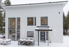 #designtalo #julkisivu Garage Doors, Outdoor Decor, Design, Home Decor, Decoration Home, Room Decor, Home Interior Design, Carriage Doors