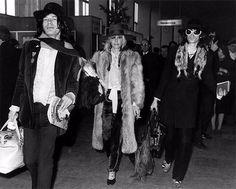 Um dos grandes ícones da moda e musa dos Rolling Stones Anita Pallenberge faleceu na manhã dessa terça-feira (13.06). Bazaar deixa sua homenagem com uma foto dela ao lado de Mick Jagger e Keith Richards.  via HARPER'S BAZAAR BRAZIL MAGAZINE OFFICIAL INSTAGRAM - Fashion Campaigns  Haute Couture  Advertising  Editorial Photography  Magazine Cover Designs  Supermodels  Runway Models