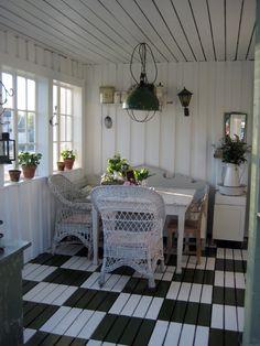 Vintage House: Glasveranda med korgstolar