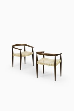 Nanna Ditzel pair of armchairs model 113 at Studio Schalling Cool Chairs, Table And Chairs, Dining Chairs, Vintage Furniture, Modern Furniture, Furniture Design, Sofa Seats, Sofa Chair, Mid Century Chair