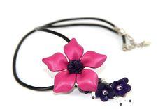 Collier fleur rose pour mariée Bijoux en cuir - leather jewellery www.bijouxcherie.com