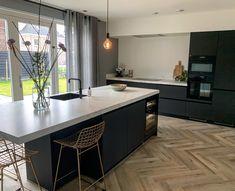 Kitchen Room Design, Modern Kitchen Design, Home Decor Kitchen, Kitchen Interior, Home Kitchens, Urban Kitchen, Teal Kitchen Cupboards, Kitchen Dinning, Küchen Design
