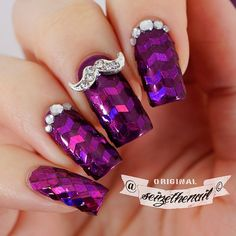 Purple Movember nails ✌ I love to do glitter placement manis! This didn't actually take me so long! Yay! Speeding up my glitter placement skills!  I adore this glitter, it shifts from blue to deep...