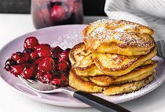 Polenta-Pancakes mit Beerenkompott