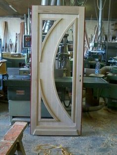 Excelente puerta en madera y hierro.....