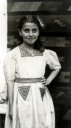 Ruthy Fruehling, * in Czernowitz, Romania Murdered in June 1943 in Bukovina, Romania. Jewish History, African History, Romanian People, Murder Stories, Evil People, Losing A Child, Child Face, Anne Frank, Portraits