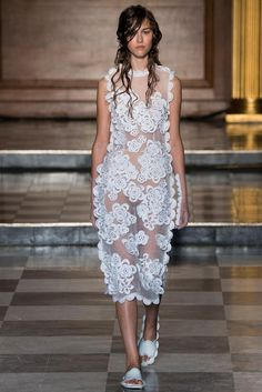 Simone Rocha Spring 2015 Ready-to-Wear - Collection - Gallery - Look 1 - Style.com