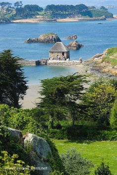 Moulin du Birlot Photo Bretagne, Science And Nature, Brittany, Places To See, Beautiful Places, Scenery, Europe, Explore, France Landscape