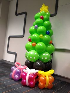 Christmas Tree from balloons - would make a cute Sunday School class decoration!!