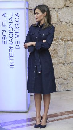 Trench Coats, Estilo Real, Princess Style, Queen Letizia, Mom Style, Everyday Fashion, Style Icons, Casual, Fashion Dresses