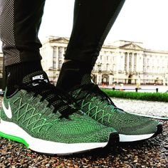 Taking the new kicks for a spin around Bucky P!  #buckinghampalace #fitfam #instafitness #fitlondoners #gym #instafit #physique #active #health #london #athletics #fitspo #running #motivation #lifestyle #diet #instahealth #wellness #aesthetics #gains #morninggymcrew #ripped #grind #training #shredded #workout #motivation #fitness #nike #squatspo by cecilfitness