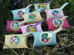 easter Pillow Box--look it the cute color combos! Easter Projects, Easter Crafts, Holiday Crafts, Projects To Try, Candy Crafts, 3d Paper Crafts, Easter Pillows, Hoppy Easter, Pillow Box