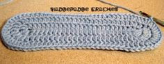 Crochet slipper pattern, starting with a flat sole - free