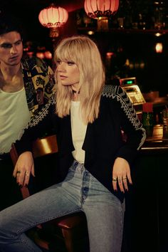 Women's fashion brand Jack by BB Dakota's winter looks are all about timeless designs & sensual details such as soft velvet fabrications & luxurious knits. 90s Grunge Hair, Soft Grunge Hair, Farrah Fawcett, Hair Inspo, Hair Inspiration, Hairstyles With Bangs, Cool Hairstyles, Cover Shoot, Vogue Cover