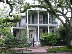 Rosegate, Anne Rice's Mansion in Garden District, New Orleans. I would love to live here.