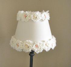 "Shabby Chic Lamp Shade, Nursery Lamp Shade, Rosette Lamp Shade, Baby Girl Nursery Decor, Flower Lamp Shade, 10"" Round Lamp Shade door ElluraSage op Etsy https://www.etsy.com/nl/listing/221242073/shabby-chic-lamp-shade-nursery-lamp"