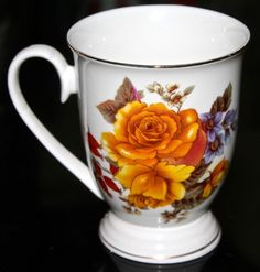 GRACE'S TEAWARE GOLD ROSE RED BERRIES GOLD TRIM PORCELAINE MUG NEW TEA COFFEE CU…
