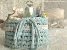 Blue basket with lace ribbon