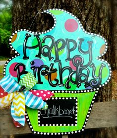 "This is a ""Happy Birthday"" cupcake door hanger that we created for a customer. We love the fact that you can personalized it for each birthday with the chalkboard :) Happy Birthday Cupcakes, Happy Birthday Signs, Door Crafts, Wooden Crafts, Painted Doors, Wooden Doors, Painted Signs, Birthday Door, Birthday Ideas"