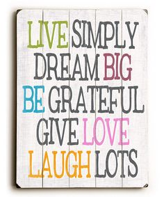 Vive son sencillez, sueña en grande, se agradecido, da amor y ríe mucho