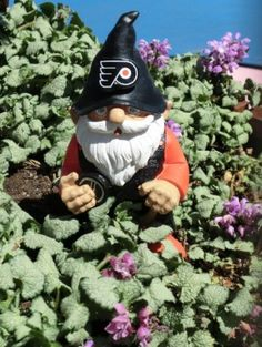 Flyers gnome!... gotta get one of these for my Mom and step dad... they'd love it!