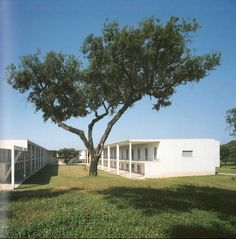 Image on Archisquare • Architettura Design Blog  http://www.archisquare.it/alvaro-siza-vieira-scuola-superiore-setubal/