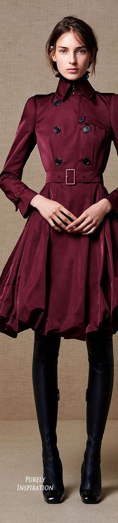 Alexander McQueen: Wear open - love the full bottom Lauren Hutton, Alexander Mcqueen, High Fashion, Winter Fashion, Womens Fashion, Burgundy Fashion, Coats For Women, Clothes For Women, Look 2018