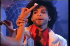 Like, he really knows it.   Community Post: 44 Reasons Prince Is The Alpha And The Omega