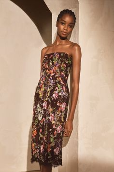 The Karolin Embellished Lace Cocktail Dress presents tropical orchids, delicately applied through artisanal processes — including intricate embroidery. Day Dresses, Evening Dresses, Formal Dresses, Embellished Skirt, Cashmere Jacket, Floral Denim, Ralph Lauren Collection, Strapless Dress, Glamour