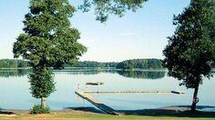 Källbuktens Camping liegt in der naturschönen Schärenlandschaft von S:t Anna, mitten zwischen Kolmårdens Tierpark und der Welt von Astrid Lindgren.