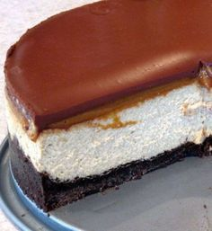 Café de Leche Cheesecake: cappuccino cheesecake topped with dulce de leche followed by bittersweet chocolate ganache! A killer recipe and will be one of your favorite desserts - who needs frosting, anyway?