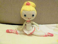 I love dolls. Free pattern Ravelry: Balerin pattern in english too.