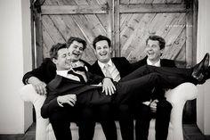 Quando os noivos alinham na brincadeira #funny #groom #noivo #photos #weddingphotography #wedding #casamento