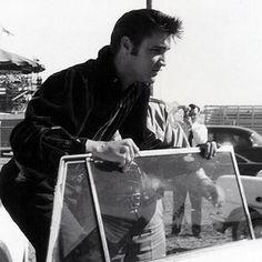 Elvis Presley Photos   Elvis Presley as you have never seen him before. ElvisPresleyphotos.com