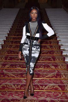 Soph-Okonedo Justine Skye attends the Balmain show as part of the Paris Fashion Week Womenswear Fall/Winter on March 2018 in Paris, France Beautiful Black Women, Beautiful People, Female Portrait Poses, Sexy Skirt, Classy Women, American Women, Swagg, Bellisima, Dress To Impress