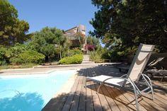 """Sperone et ses villas de rêve.. Cette villa, typiquement """"ciappilienne"""", s'enveloppe dans la pinède sur un vaste terrain. For Rent http://sperone.con/bien.php?bienID=2 #Bonifacio#Sperone#Ciappili#Villa#Vacances#Reve#Charme#Plages#Piscine#Architecture#Realestate @immo_sperone"""