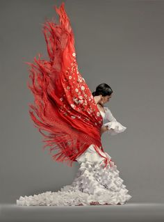 Spanish flamenco dancer, the passion and the moment, and oh, the flounces! (The Folkwear flamenco dress has three rows of flouncing. I see 10 on the front of the dress alone;