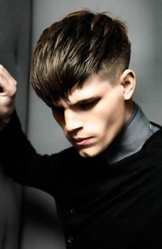 Men's Hairstyle Gallery showcasing photos of the latest haircuts for men. Perfect for inspiration or new hairstyle ideas, and you can print all our hairstyle photos to take to your stylist. Top Hairstyles For Men, Fringe Hairstyles, Undercut Hairstyles, Haircuts For Men, Cool Hairstyles, Latest Haircut For Men, Short Hair Cuts, Short Hair Styles, Long Hair On Top